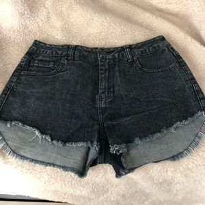 Delia's cut off jean shorts size 3/4